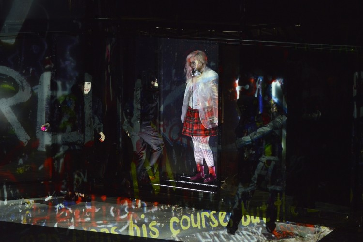 Mise en scène Marie Eve Signeyrole. Lumières Philippe Berthomé