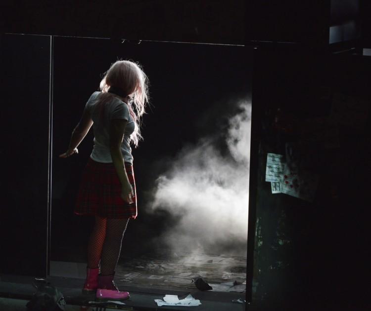 Mise en scène/Marie Eve Signeyrole.Lumières: Philippe Berthomé
