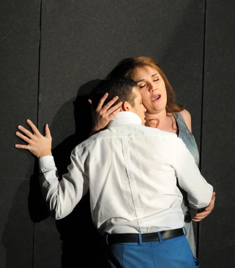 Mise en scène: Christophe Gayral Lumières: Philippe Berthomé